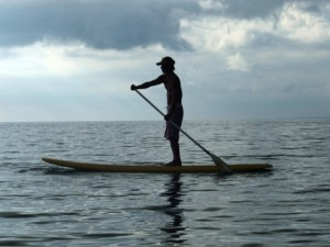 Happy_Stand_up_paddle_surfing